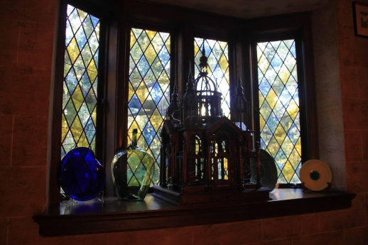 Interior oriel window